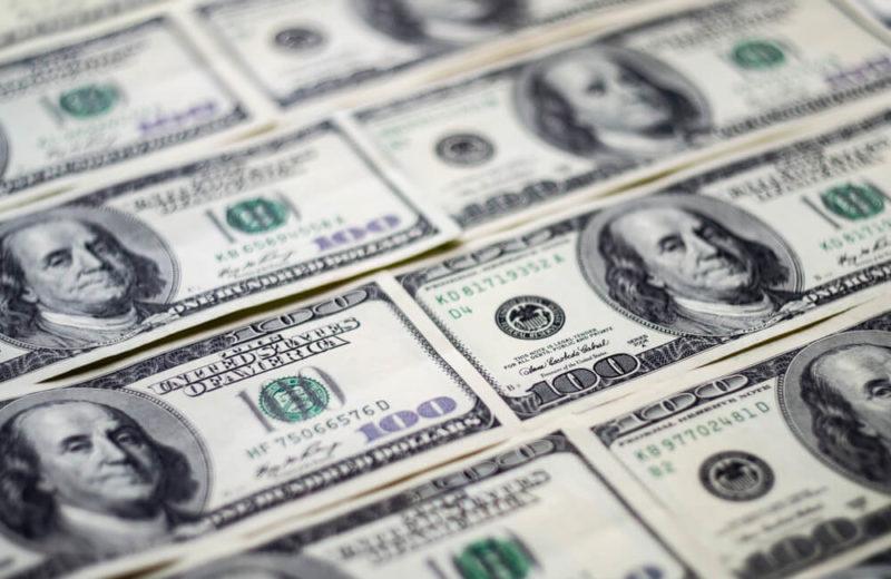 Forex Market Beat: Dollar Slips on Trump Tweets