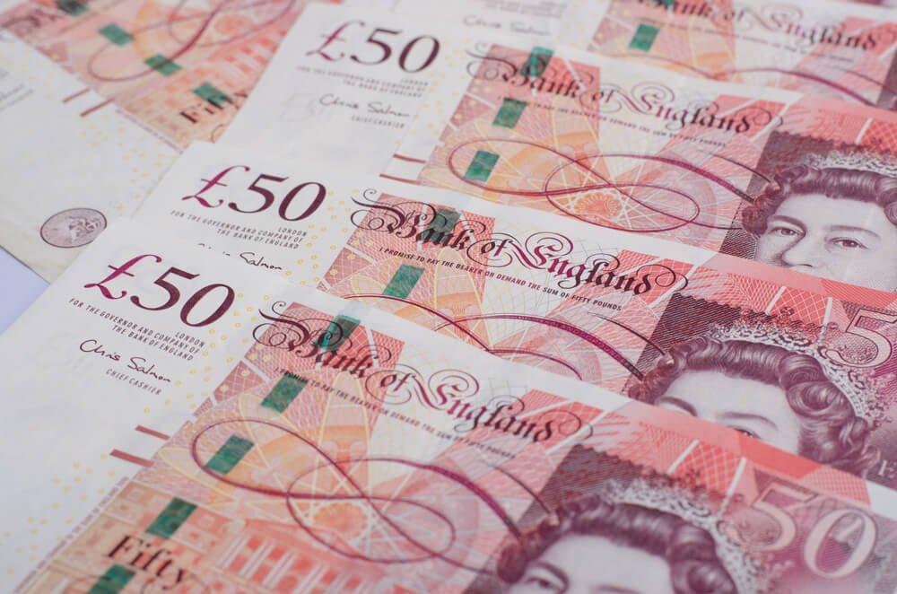 Dollar Strengthens as Trade Optimism Wanes, Pound Weakens