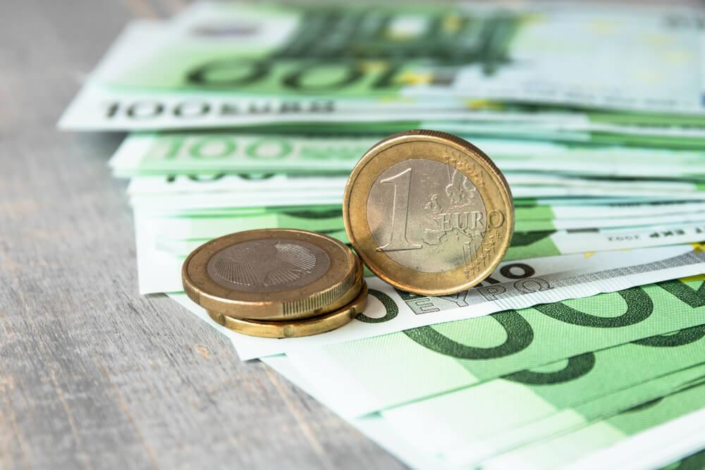 Euros Gain as Investors Eye ECB Report, Virus Pulls