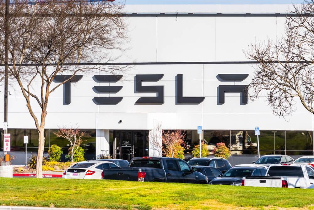 Tesla Caps Nasdaq's Losses After a Robust Session