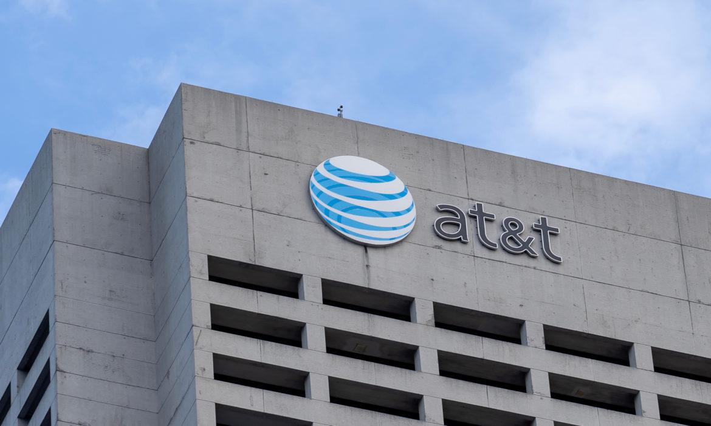 AT&T Beats Revenue Estimates, Phone Sales Up