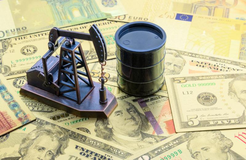 Oil Heads towards $73 a Barrel on Tight U.S. Supplies